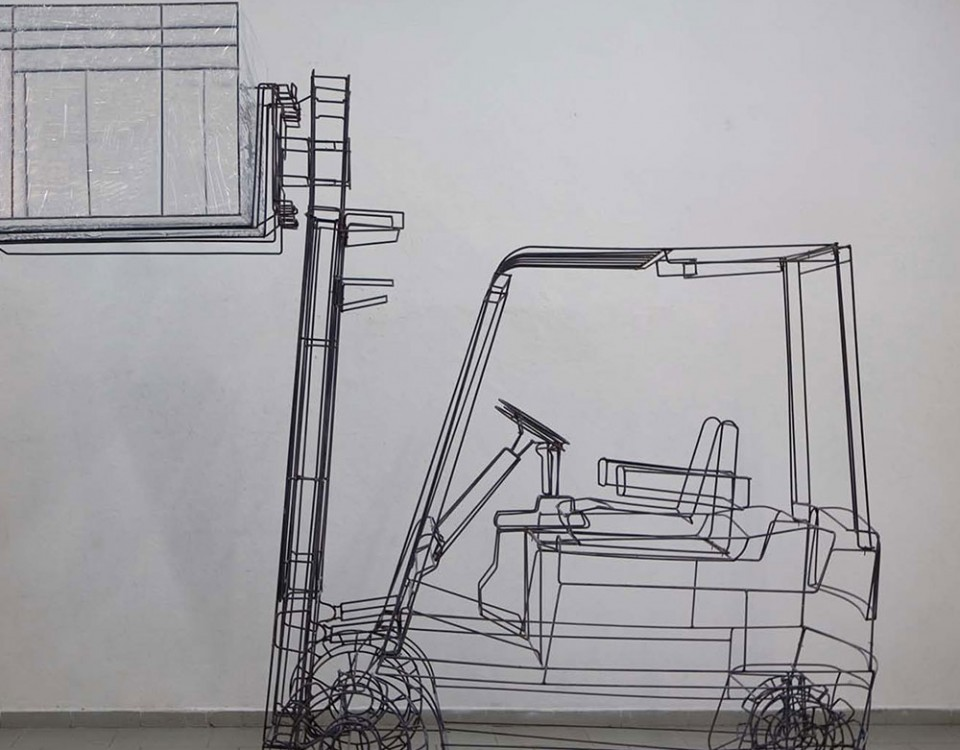 Michele D'Agostino titolo muletto Misure 107x350x350 Anno 2009 Materiali ferro celophan