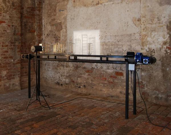 1-Titolo-il-Processo-Michele-Dagostino-Anno-2011Misure-cm-310x110x28-Materiali-ferropvc-componenti-elettronici1