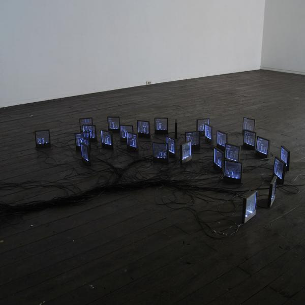 Autore-Michele-DAgostinoTitolo-Punto-Di-Domanda-Misure-variabili-Materiale-LED-policarbonato-componenti-elettrici-legno-Anno-2011